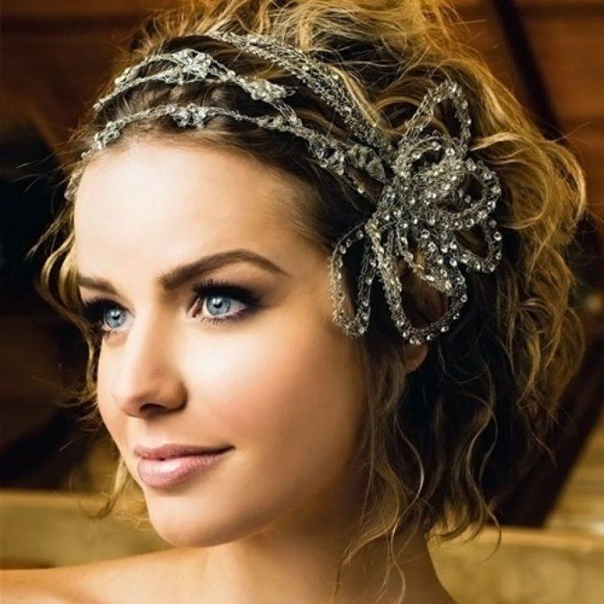 Свадебные прически на короткие волосы с диадемой