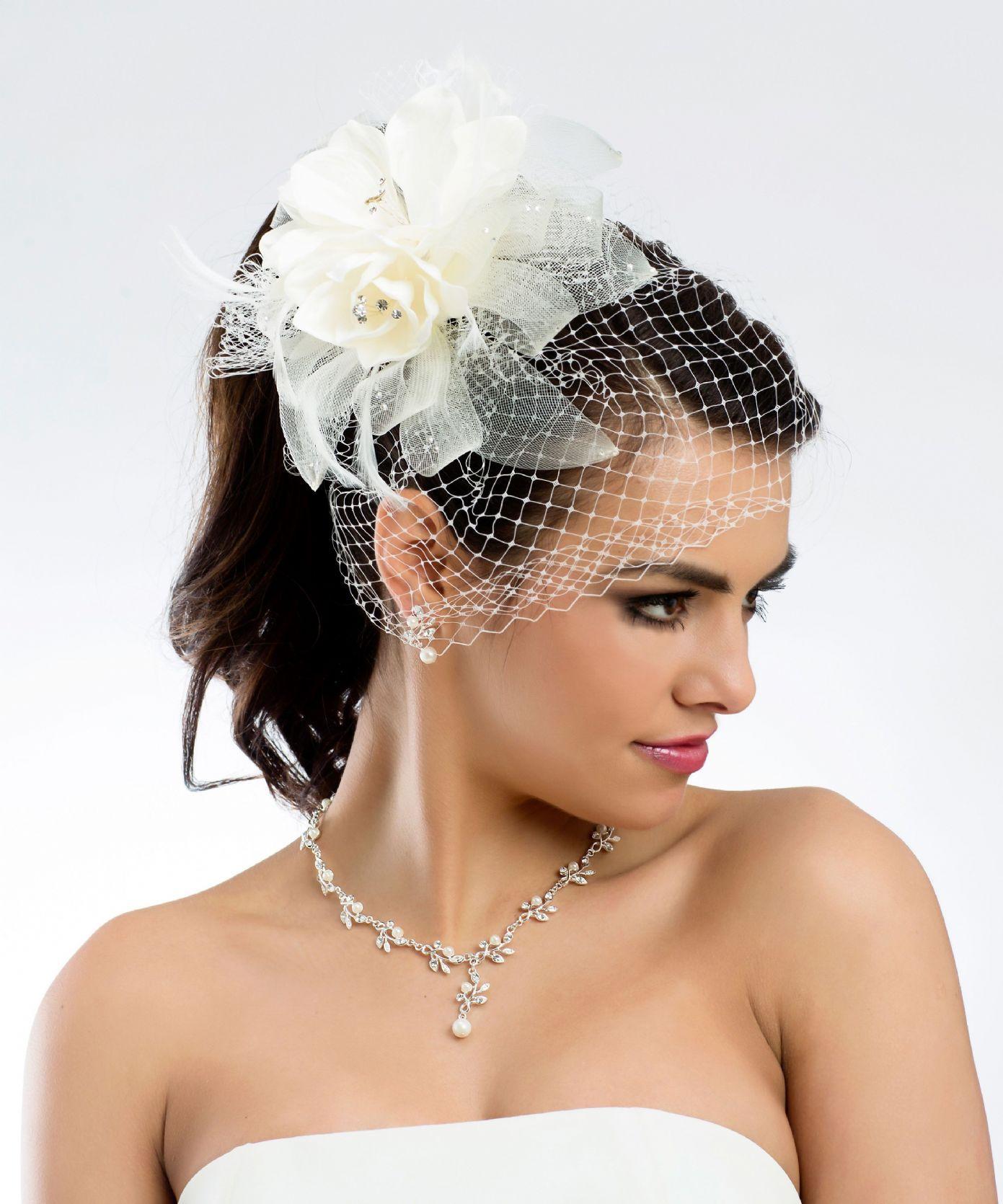 Свадебные прически на короткие волосы с вуалью
